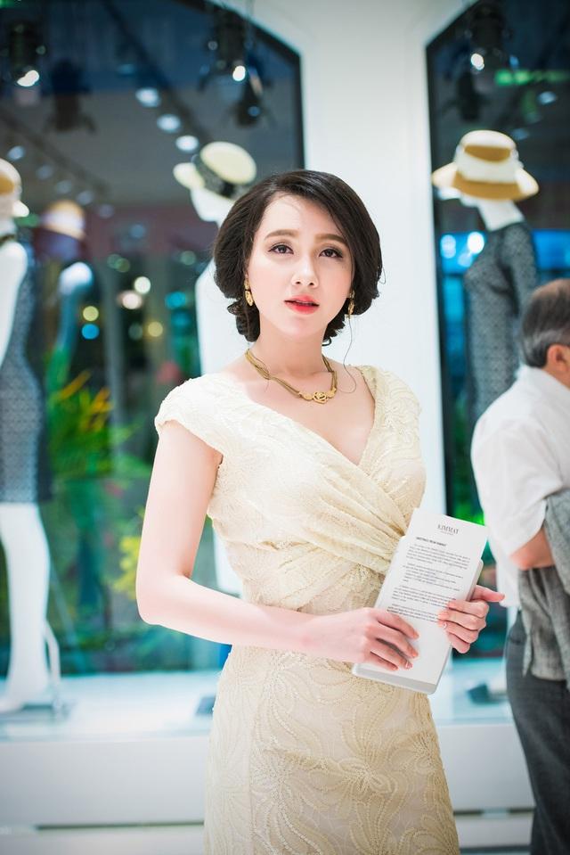 Hiện tại, nữ diễn viên cũng xuất hiện trong bộ phim truyền hình Hôn nhân trong ngõ hẹp. Bộ phim này đang được nhiều khán giả yêu thích và quan tâm.