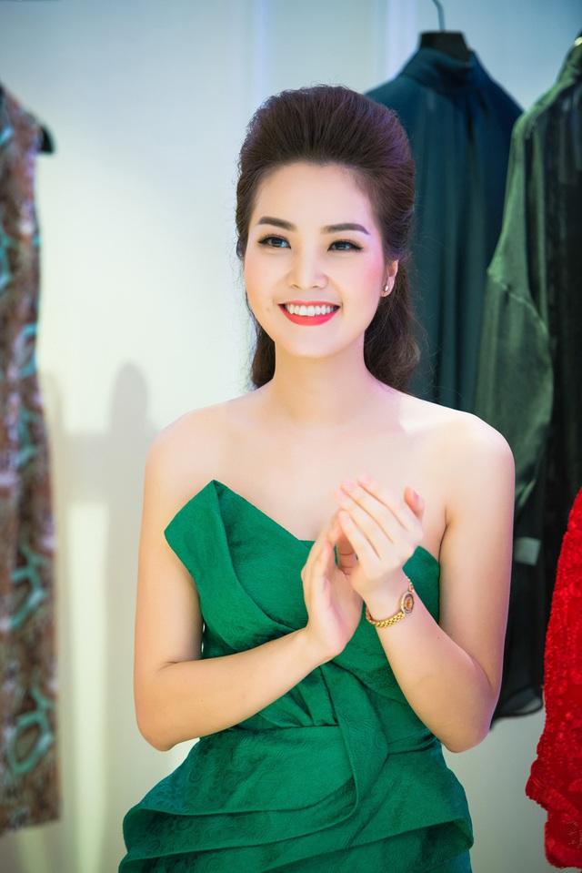 Người đẹp đã trở thành gương mặt quen thuộc với khán giả truyền hình qua chương trình Chuyển động 24h.