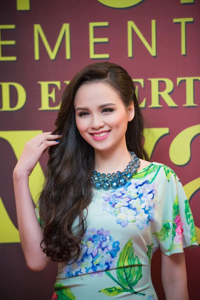 Buổi tiệc còn có sự góp mặt của Hoa hậu Thế giới người Việt 2010 - Diễm Hương.