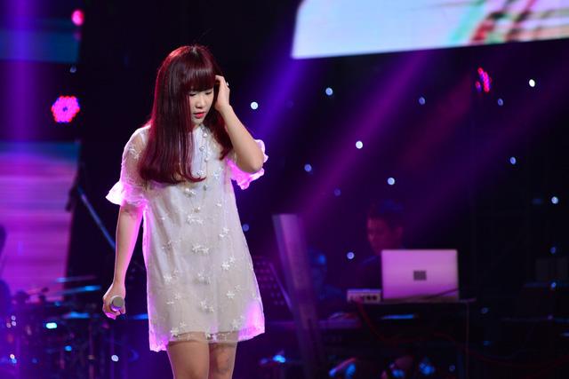 Lê Hải Yến là gương mặt quen thuộc trên mạng xã hội, cô lựa chọn ca khúc Và em có anh để thể hiện.