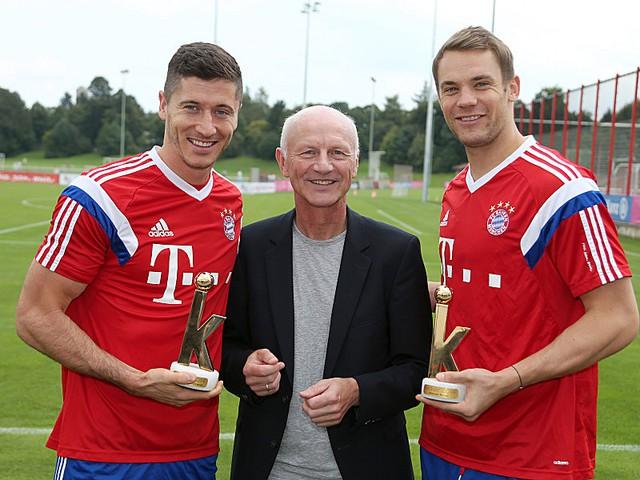 Lewandowski tỏ ra hối hận với người đồng đội Manuel Neuer