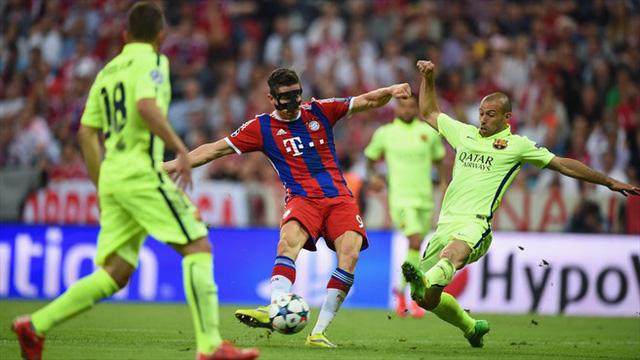 Sự xuất sắc của Lewandowski không thể giúp Bayern làm nên chuyện trwocs Barca.
