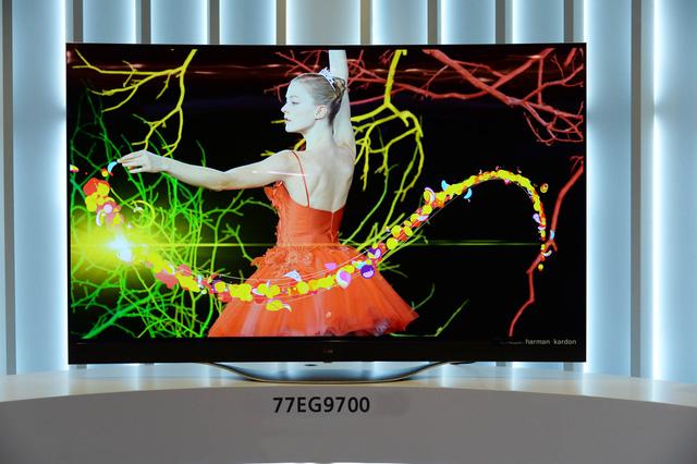 TV OLED 4K EG9700 màn hình dẻo 77 inch của LG