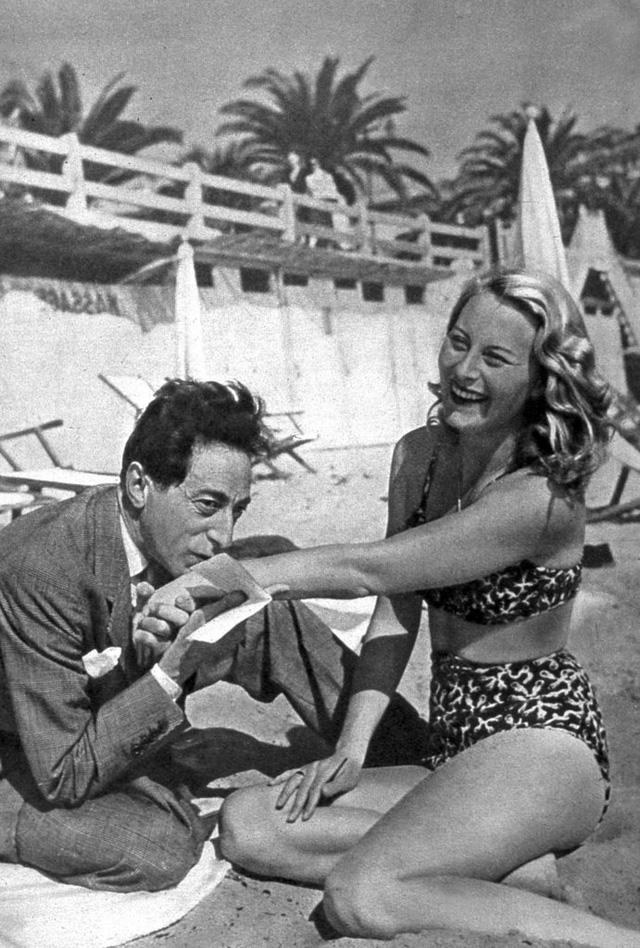 Michèle Morgan là nữ diễn viên hàng đầu của điện ảnh Pháp trong ba thập niên từ 1940-1960. Vì thế, bà không thể vắng mặt trong LHP Cannes hàng năm.