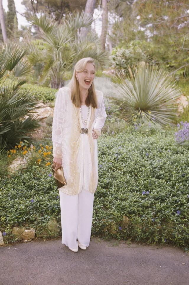 Nữ diễn viên Meryl Streep cười thả phanh thoải mái khi tạo dáng ở LHP Cannes năm 1989.