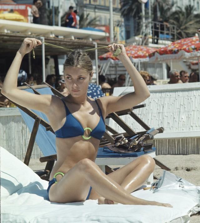 Hình ảnh gợi cảm và lôi cuốn mọi ánh nhìn của Sharon Tate - ngôi sao phim Valley of the Dolls - tại Cannes năm 1968.