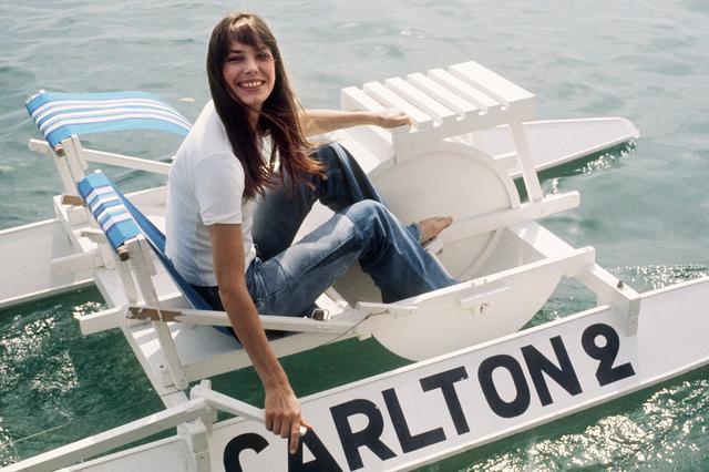 Người đẹp Jane Birkin với hình ảnh giản dị, tươi tắn ở Cannes năm 1980. Cô là nữ diễn viên nổi tiếng người Anh, đồng thời cũng là ca sĩ ở Pháp.