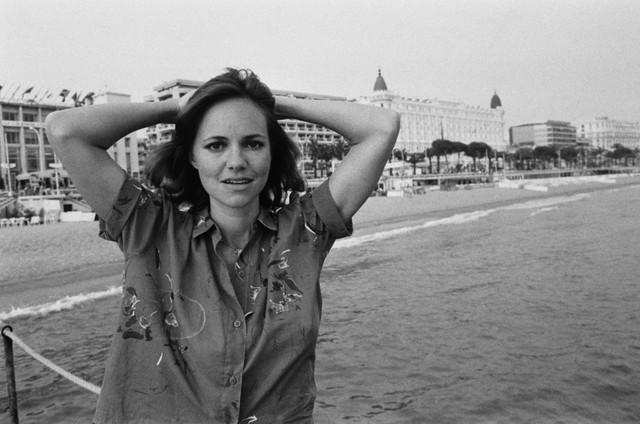 Sally Margaret Field khoe vẻ mộc mạc ở Cannes năm 1980. Cô vừa là nữ diễn viên, ca sĩ, người viết kịch bản phim, vừa là nhà sản xuất phim và đạo diễn của Mỹ.
