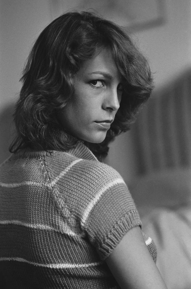 Cũng ở LHP Cannes 1980, nữ diễn viên Mỹ - Jamie Lee Curtis - xuất hiện với vẻ trẻ trung, cá tính.
