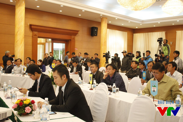Lễ bốc thăm và xếp lịch có đầy đủ sự hiện diện của đại diện các đội bóng tham dự.