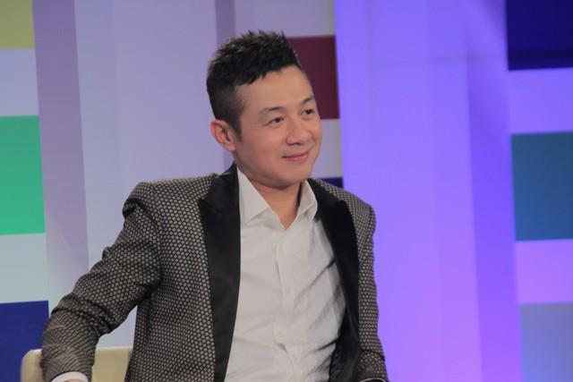 MC Anh Tuấn trên chiếc ghế quyền lực của Cầu vồng 2015.