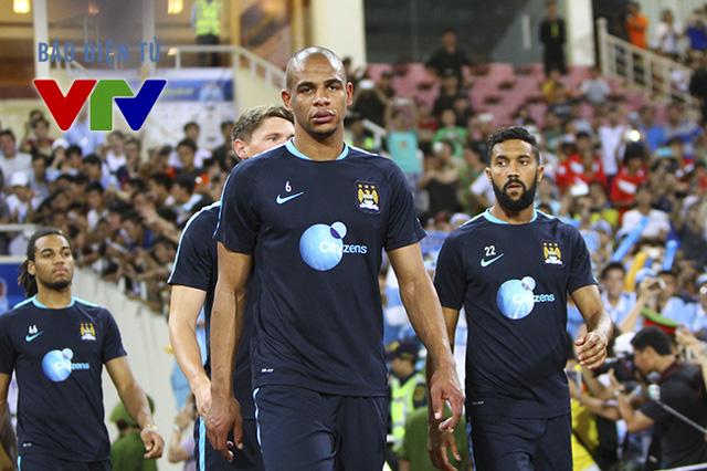 Fernando là một trong các cầu thủ đội hình A Man City được đưa sang Việt Nam du đấu lần này.