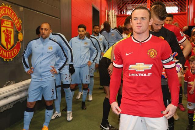 Thủ quân Rooney bước ra sân đấu với gương mặt tràn đầy tự tin trong bối cảnh Man Utd đang có phong độ rất cao