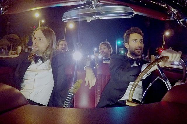 Sugar của Maroon 5 đang nắm giữ 913,962,825 lượt xem.