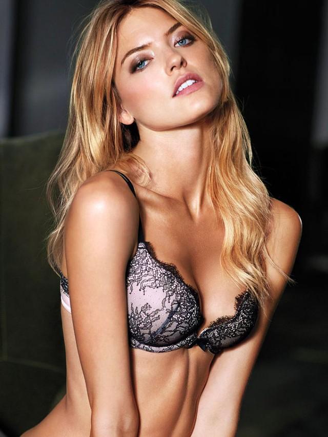 Martha Hunt là người mẫu của Victorias Secret từ năm 2013 nhưng mãi đến năm nay, cô mới được trao đôi cánh thiên thần. Chân dài người Mỹ này còn là người phát ngôn của hãng thời trang Free People.