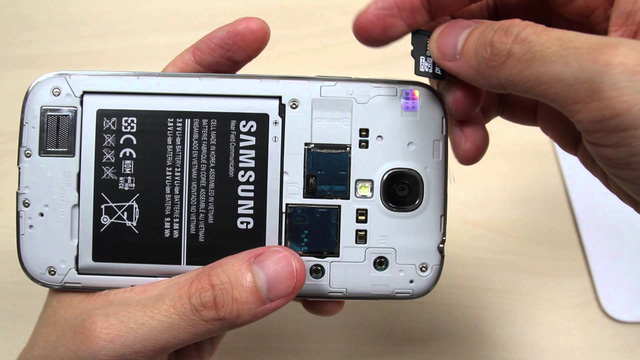 Samsung đã loại bỏ khe cắm thẻ nhớ ngoài trên các mẫu smartphone cao cấp