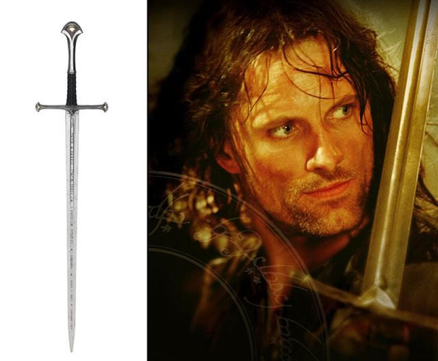 Thanh gươm của chàng Aragorn trong Lord of The Rings: The Return of The King (2003) được bán với giá 437.000 USD
