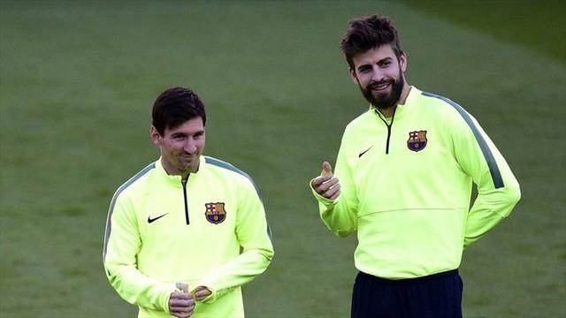 Messi (trái) sẽ lĩnh xướng hàng công của Barcelona với phương châm ghi càng nhiều bàn càng tốt trên đất Paris.