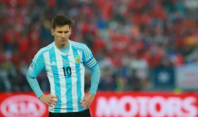 Messi quá cô độc ở Argentina.