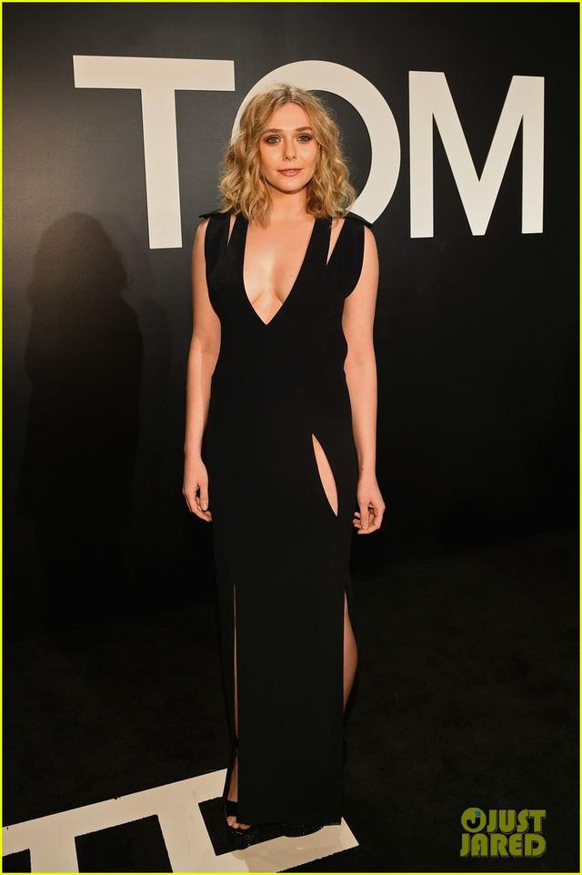 Elizabeth Olsen diện một bộ váy dài với những đường cut out quyến rũ