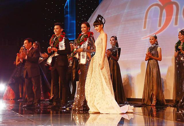 Jessica Minh Anh trên sân khấu đêm Chung kết Siêu mẫu Việt Nam 2015. (Ảnh: J Model Management)