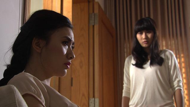 Minh Thảo và Nguyệt Ánh trong một cảnh quay.