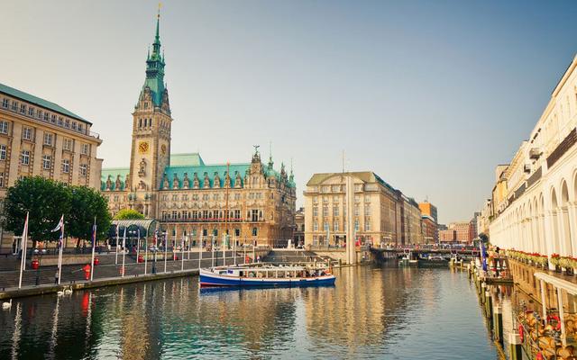 Thành phố Hamburg nằm phía bắc nước Đức nổi tiếng với cuộc sống đem sôi động, rực rỡ. Ảnh: AP/FOTOLIA