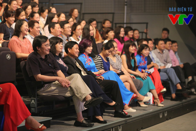 Phó TGĐ Phạm Việt Tiến - Chủ tịch Công đoàn (hàng đầu, bên trái), Phó TGĐ Nguyễn Thị Thu Hiền, Phó TGĐ Nguyễn Thành Lương tới dự buổi gặp gỡ.
