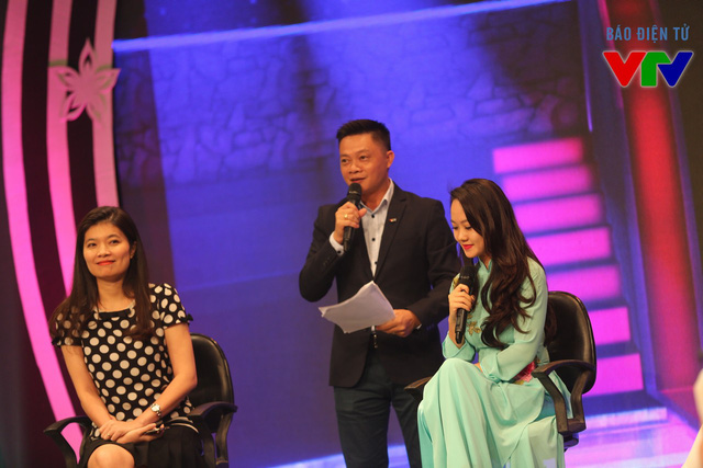 MC Quang Minh dí dỏm dẫn dắt chương trình.