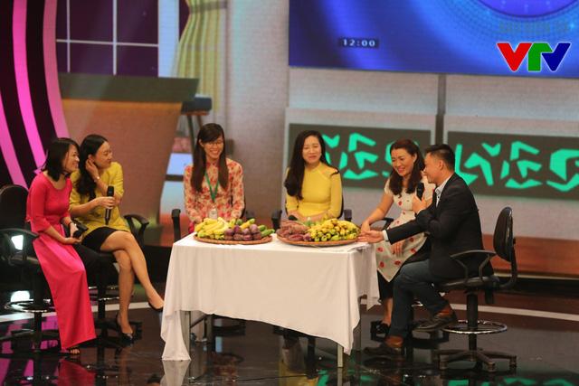 Phần talkshow trở nên thú vị với phần tung hứng của MC chương trình và các chị em đại diện phái đẹp VTV.
