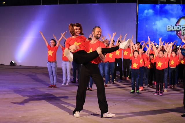 Ninh Dương Lan Ngọc và bạn nhảy Daniel