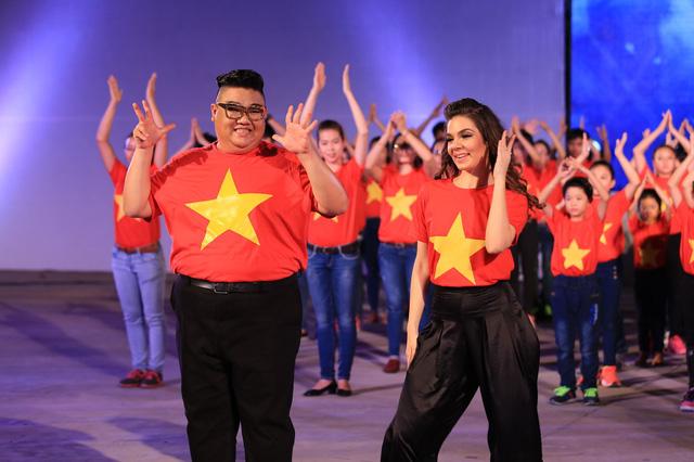 Vương Khang và bạn nhảy Anna