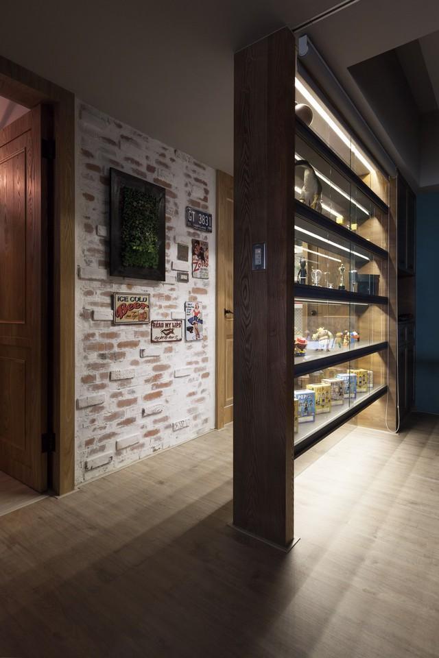 Thay vì sử dụng tường gạch, những vách ngăn trang trí thế này khiến căn hộ trở nên nhẹ nhàng hơn nhiều