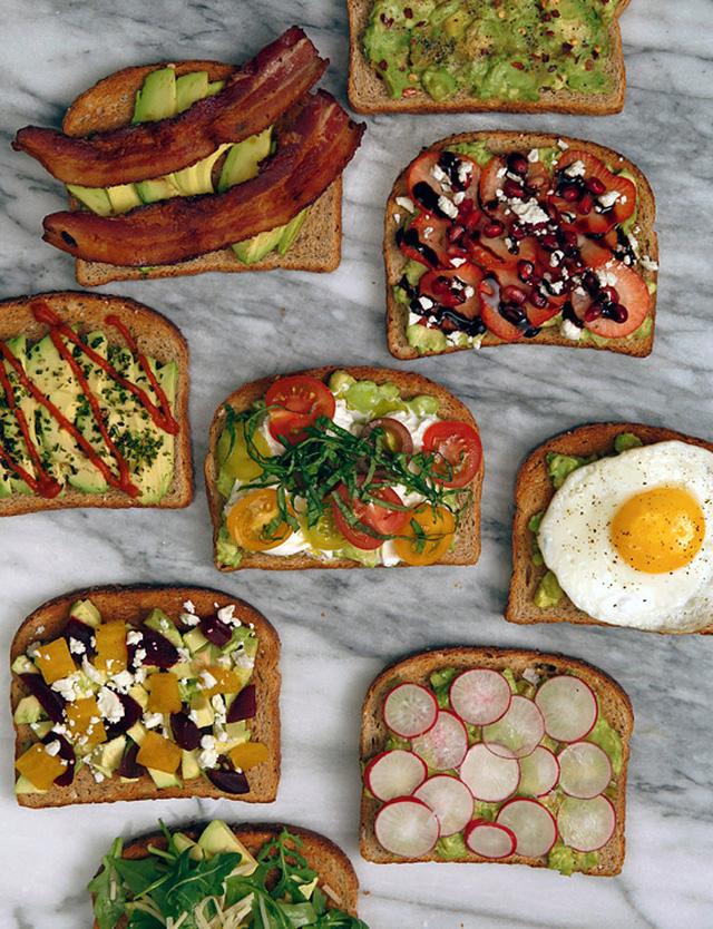 Bạn có thế chế biến nhiều món bánh mì nướng khác nhau cho bữa sáng nhanh gọn mà ngon lành và đừng quên kèm theo ít bơ cắt lát.