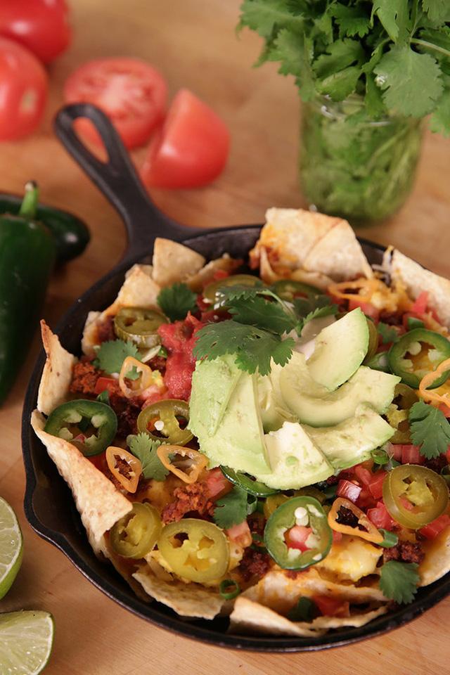 Bánh bột bắp Nachos nổi tiếng của Mexico không thể thiếu hương vị của quả bơ.