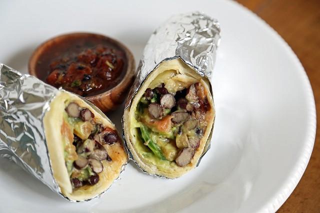 Bánh bột ngô Burrito - một món ăn truyền thống của Mexico - cũng không thể thiếu bơ trong thành phần.