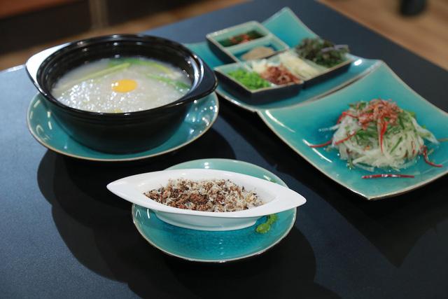 Món Cháo trứng kiến của Thanh Cường.