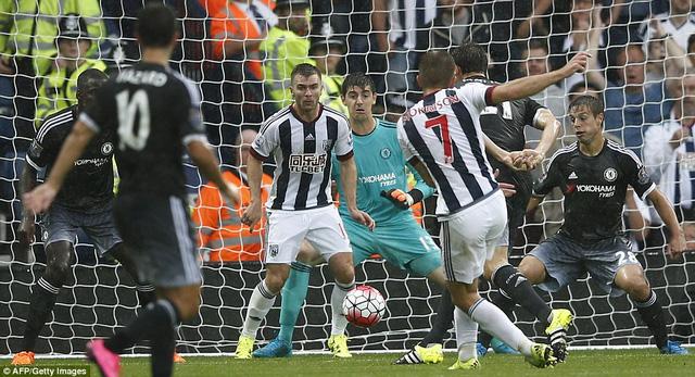 Morrison bỏ lỡ quả penalty đầu trận, sau đó lập cú đúp nhưng WBA không thể có điểm trước Chelsea.