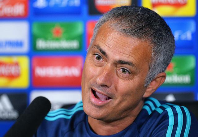 HLV Mourinho đang ở trong tình cảnh éo le nhất sự nghiệp.