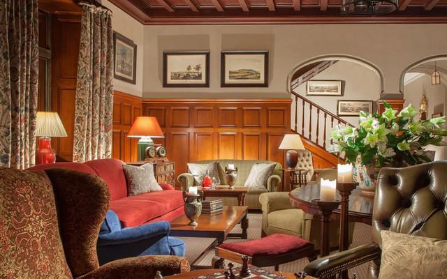 Khách sạn đã được tân trang lại bởi Kathleen Fraser. Nội thất được thiết kế theo phong cách truyền thống.