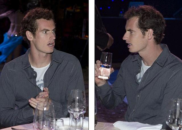 Murray chỉ lẳng lặng theo dõi trước khi ra về.