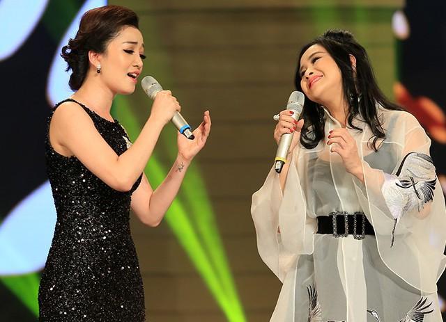 Thanh Lam và Phạm Thu Hà lần đầu song ca trong tiết mục Mẹ yêu con.