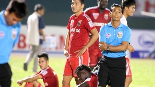 B.Bình Dương gấy thất vọng khi để thua 1-2 trước Sanna Khánh Hòa ở vòng đấu trước