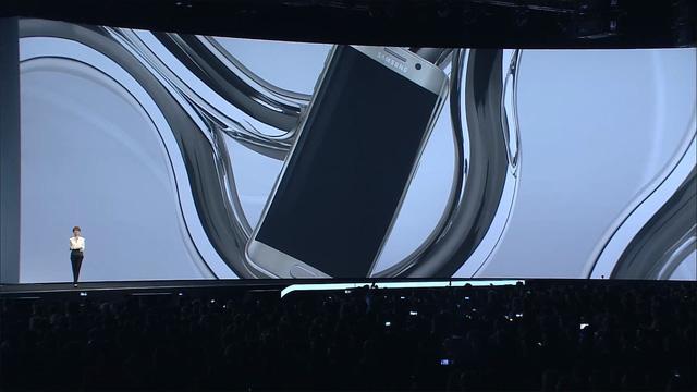 Samsung đã sử dụng công nghệ nung chảy lớp kính phủ bên ngoài ở nhiệt độ 800 độ C để tạo nên màn hình cong 2 viền