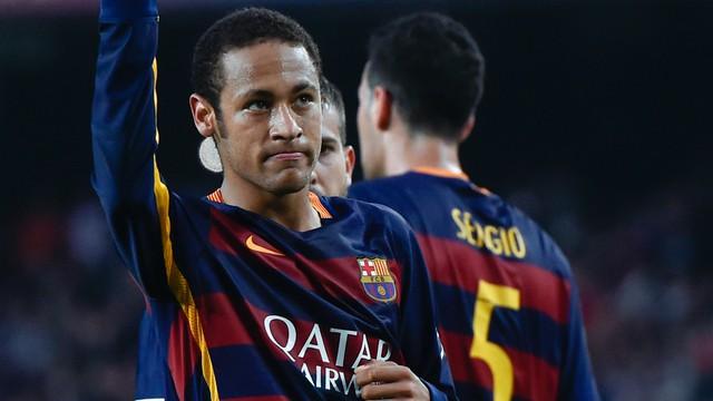 Neymar dường như yếu thế hơn so với Messi và Ronaldo.