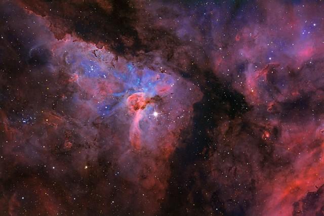 Hệ sao Eta Carinae chứa ít nhất 2 ngôi sao, nằm cách Mặt Trời 7500 năm ánh sáng. Tác giả: Stephen Mohr