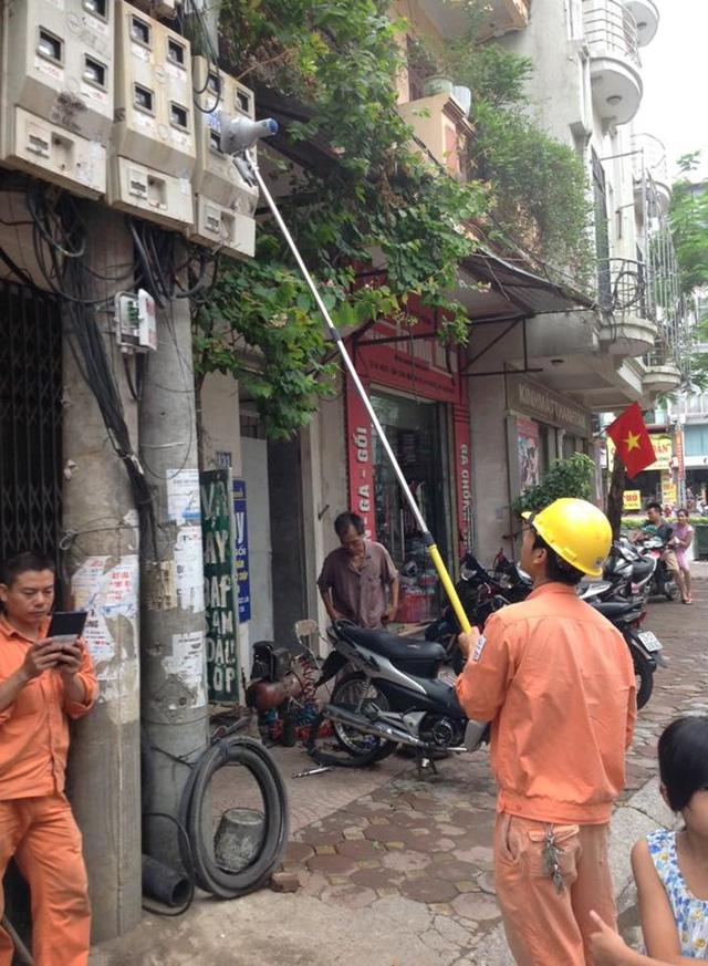 Tổng công ty điện lực Hà Nội đã cho áp dụng thiết bị ghi chỉ số công tơ bằng camera kết hợp máy tính bảng. (Ảnh: Trí Thức Trẻ)