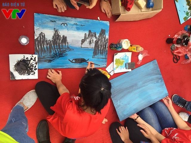 Nghệ thuật tranh sơn mài thu hút đông đảo các bạn sinh viên trẻ