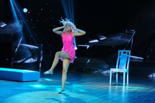 Búp bê Thiên Kim với màn nhảy Dancesports kết hợp múa đương đại.