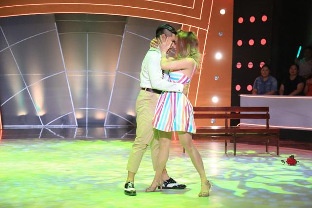 Ngọc Sơn cùng bạn nhảy Phạm Lịch mang đến bài nhảy thú vị về một cặp đôi mới yêu nhau. Tuy có nhiều cố gắng song Ngọc Sơn vẫn chưa làm các giám khảo hài lòng.